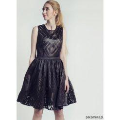 Sukienki balowe: Sukienka mała czarna koronkowa