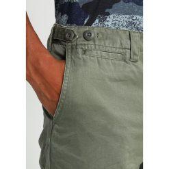 Chinosy męskie: AllSaints CORP Chinosy khaki green