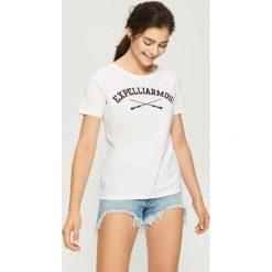T-shirt Harry Potter - Biały. Białe t-shirty damskie marki Sinsay, l, z napisami. Za 29,99 zł.