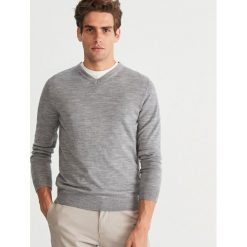 Sweter z wełny merynosa - Jasny szar. Niebieskie swetry klasyczne męskie marki Reserved. Za 129,99 zł.