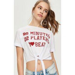T-shirty damskie: T-shirt z wiązaniem w talii – Biały