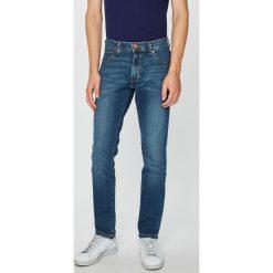 Wrangler - Jeansy. Niebieskie jeansy męskie slim Wrangler, z bawełny. Za 319,90 zł.