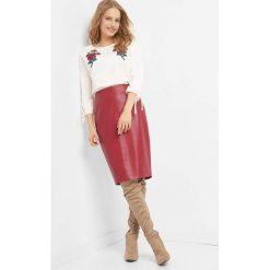 Ołówkowa spódnica. Czerwone spódniczki ołówkowe Orsay, z poliesteru. Za 79,99 zł.