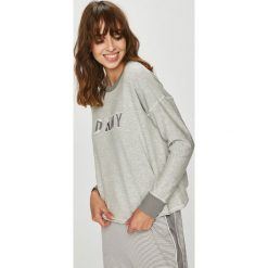 Dkny - Bluza. Szare bluzy z nadrukiem damskie marki DKNY, l, z dzianiny, bez kaptura. W wyprzedaży za 259,90 zł.