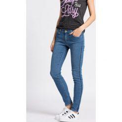 Wrangler - Jeansy Skinny Indigo Uniform. Niebieskie jeansy damskie rurki Wrangler, z aplikacjami, z bawełny, z obniżonym stanem. W wyprzedaży za 199,90 zł.