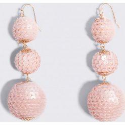 Kolczyki damskie: NA-KD Party Cekinowe wiszące kolczyki Triple Globe – Pink