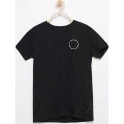 Odzież chłopięca: T-shirt z nadrukiem na plecach – Czarny
