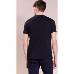 Emporio Armani MULTI LOGO Tshirt z nadrukiem dark blue. Szare koszulki polo marki Emporio Armani, l, z bawełny, z kapturem. W wyprzedaży za 440,30 zł.