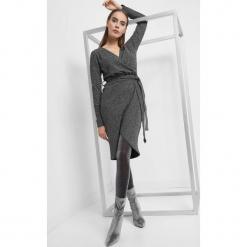 Kopertowa sukienka z wiązaniem. Czarne sukienki asymetryczne marki Orsay, xs, z bawełny, z dekoltem na plecach. Za 119,99 zł.