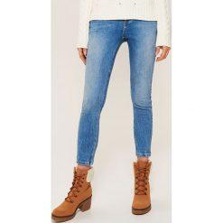 Jeansy skinny - Niebieski. Niebieskie boyfriendy damskie House, z jeansu. Za 99,99 zł.
