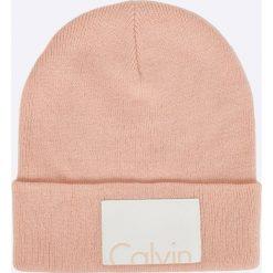 Calvin Klein Jeans - Czapka. Różowe czapki zimowe damskie marki Calvin Klein Jeans, z dzianiny. W wyprzedaży za 99,90 zł.