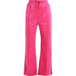 Jeansy damskie: Tiger of Sweden Jeans HUSTLE   Spodnie treningowe dark pink
