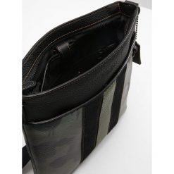 Coach Torba na ramię military wild beast. Zielone torby na ramię męskie marki Coach. W wyprzedaży za 1149,85 zł.