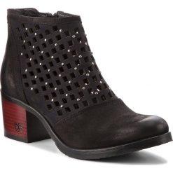 Botki CARINII - B4315 360-000-000-861. Czarne buty zimowe damskie Carinii, z materiału, na obcasie. W wyprzedaży za 239,00 zł.