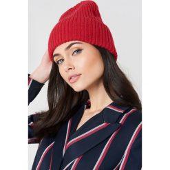 Just Female Czapka Pan - Red. Czerwone czapki damskie JUST FEMALE, z dzianiny. W wyprzedaży za 85,37 zł.
