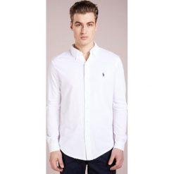 Polo Ralph Lauren FEATHERWEIGHT Koszula white. Szare koszule męskie marki Polo Ralph Lauren, l, z bawełny, button down, z długim rękawem. W wyprzedaży za 367,20 zł.