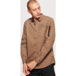 Koszula o regularnym kroju - Zielony. Zielone koszule męskie marki Reserved, l, z weluru. Za 89,99 zł.