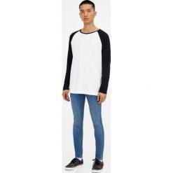 Jeansy skinny fit z efektem zużycia. Szare jeansy męskie relaxed fit Pull&Bear. Za 139,00 zł.