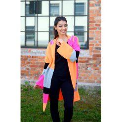 Kolorowy damski sweter, jesienny kardigan. Szare kardigany damskie Pakamera, w kolorowe wzory. Za 149,00 zł.