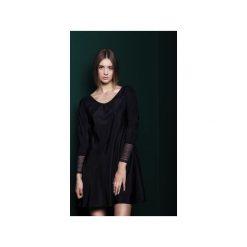 Jedwabna sukienka z koronkowym mankietem. Czarne sukienki koronkowe marki MROVCA, rozkloszowane. Za 399,00 zł.