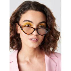 Emilie Briting x NA-KD Okulary przeciwsłoneczne kocie oczy - Brown. Brązowe okulary przeciwsłoneczne damskie aviatory Emilie Briting x NA-KD. Za 60,95 zł.