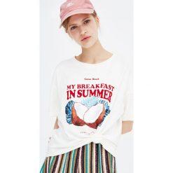 Koszulka z krótkim rękawem i kokosem. Szare t-shirty damskie Pull&Bear. Za 34,90 zł.