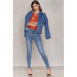 Boyfriendy damskie: Rut&Circle Klasyczne niebieskie jeansy Hanne - Blue