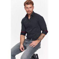 KOSZULA MĘSKA O REGULARNYM KROJU Z NADRUKIEM. Szare koszule męskie marki House, l, z bawełny. Za 59,99 zł.
