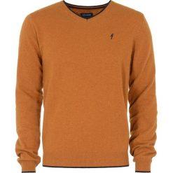 Sweter męski. Pomarańczowe swetry klasyczne męskie Ochnik, na jesień, m, z poliamidu, z kontrastowym kołnierzykiem. Za 149,90 zł.