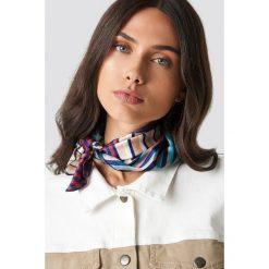 NA-KD Accessories Satynowa apaszka w paski - Multicolor. Szare apaszki damskie NA-KD Accessories, z nadrukiem, z satyny. Za 40,95 zł.