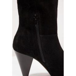 Topshop HOLLIE PULL ON B  Botki black. Czarne botki damskie skórzane marki Topshop, klasyczne. W wyprzedaży za 286,30 zł.