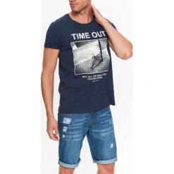T-SHIRT MĘSKI Z NADRUKIEM. Szare t-shirty męskie z nadrukiem Top Secret, na jesień, m. Za 29,99 zł.