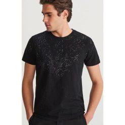 T-shirt z mikroprintem - Czarny. Czarne t-shirty męskie Reserved, l. Za 49,99 zł.
