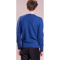 Drumohr GIROCOLLO GARZATO INTARSIO Sweter blue. Białe swetry klasyczne męskie marki Bambi, l, z nadrukiem, z okrągłym kołnierzem. W wyprzedaży za 616,05 zł.