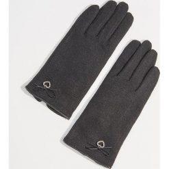 Wełniane rękawiczki z biżuteryjną aplikacją - Czarny. Czerwone rękawiczki damskie marki Mohito, z bawełny. Za 49,99 zł.
