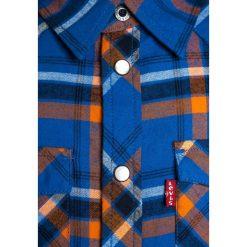 Levi's® NATHY Koszula strong blue. Brązowe bluzki dziewczęce bawełniane marki Levi's®, l, w kratkę, button down, z długim rękawem. W wyprzedaży za 175,20 zł.