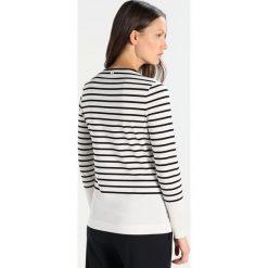 Escada Sport ERINAIO Bluzka z długim rękawem fantasy. Białe bluzki longsleeves Escada Sport, l, z bawełny, sportowe. W wyprzedaży za 384,30 zł.