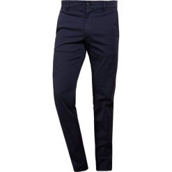 Chinosy męskie: BOSS CASUAL Chinosy dark blue