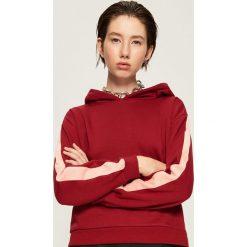 Bluza z kapturem - Bordowy. Czerwone bluzy z kapturem damskie marki Sinsay, l. Za 49,99 zł.