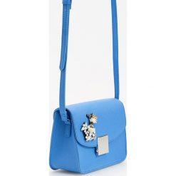 Torebki klasyczne damskie: Torebka z biżuteryjną ozdobą – Niebieski