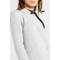 Płaszcze damskie pastelowe: Vero Moda Petite VMJUNE LONG  Krótki płaszcz medium gray melange