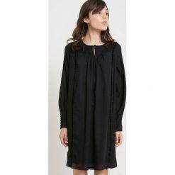 Długie sukienki: Plisowana sukienka bawełniana