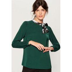 Koszula z wiązaniem na dekolcie - Khaki. Brązowe koszule wiązane damskie Mohito. Za 99,99 zł.