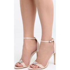 Beżowe Sandały Garden Party. Białe sandały damskie marki Reserved, na wysokim obcasie. Za 89,99 zł.