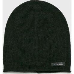 Calvin Klein - Czapka. Czarne czapki zimowe damskie marki Calvin Klein, na zimę, z dzianiny. Za 249,90 zł.