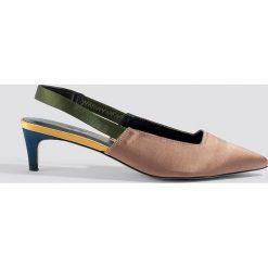 NA-KD Shoes Kolorowe czółenka - Brown. Brązowe buty ślubne damskie marki NA-KD Shoes, w kolorowe wzory, z satyny, na niskim obcasie, na obcasie. Za 121,95 zł.
