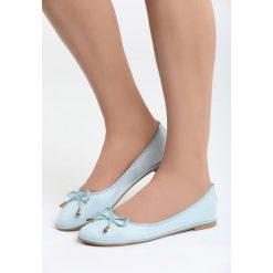 Niebieskie Balerinki Insecure. Niebieskie baleriny damskie lakierowane Born2be, z materiału, na obcasie. Za 49,99 zł.
