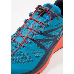Salomon SENSE RIDE  Obuwie do biegania Szlak fjord blue. Niebieskie buty do biegania męskie marki Salomon, z materiału. Za 589,00 zł.