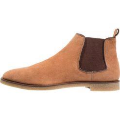 KIOMI Botki beige. Brązowe buty zimowe męskie KIOMI, z materiału. Za 299,00 zł.