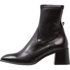 E8 BY MIISTA AZRA Botki black. Czarne botki damskie na zamek E8 BY MIISTA, z materiału, klasyczne. Za 629,00 zł.